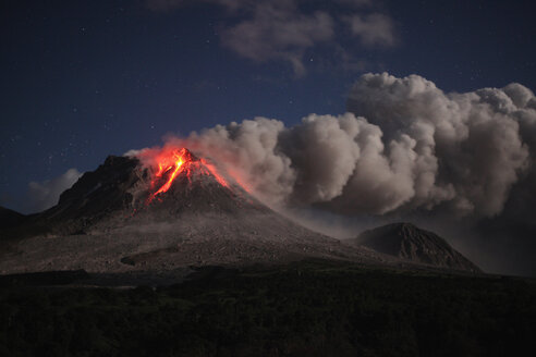 Montserrat, Caribbean, Soufriere hills volcano erupting - RMF00441