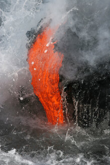 USA, Hawaii, Big Island, Lava entering sea - RMF00387