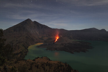 Indonesia, Lombok, Rinjani volcano at crater lake - RM00454