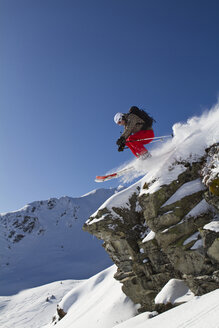 Austria, Tyrol, Kitzbuehel, Woman skiing on mountain - FFF01115