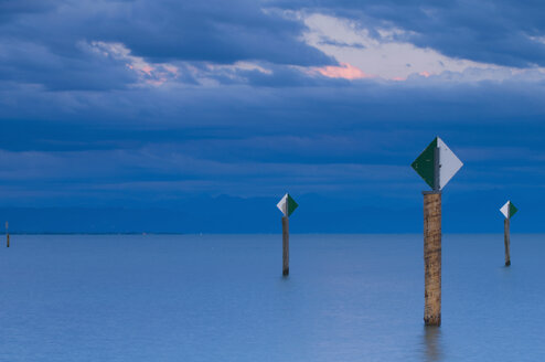 Germany, Immenstaad, Lake Constance, View of lake with poles - SMF00586