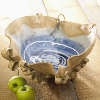 Pottery bowl with granny smith apples - SRSF00085