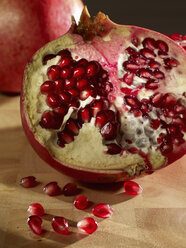 Pomegranate, close-up - SRSF00037