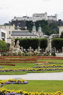 Austria, Salzburg, View of Salzburger Dom, Festung Hohensalzburg (Hohensalzburg Castle) and Mirabellgarten (Mirabell garden) - 13392CS-U