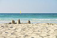 United Arab Emirates, Dubai, piles of sand on Jumeirah Beach - LFF000210