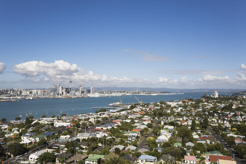 New Zealand, Auckland, North Island, View of city skyline - GWF001175