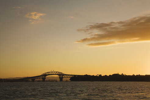 New Zealand, Auckland, North Island, View of harbour bridge at sunset - GWF001192