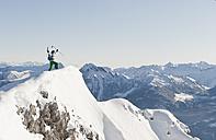 Austria, Salzburg, Altenmarkt-Zauchensee, Austrian woman skiing - HHF003366