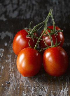 Close up of vine tomatoes - KSWF000602