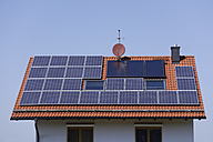 Germany, Bavaria, Schäftlarn, solar cells and satellite dish on roof top - TCF001363