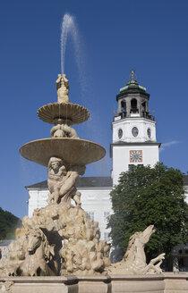 Austria, Salzburg, Residenzplatz, Residenzbrunnen, Glockenspiel, View of fountain - WWF001433