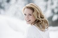 Austria, Altenmarkt, Woman smiling, portrait - HHF003398