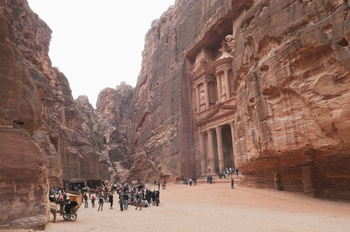 Jordan, Petra, View of tourists at temple - NHF001236