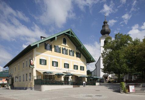 Austria, Salzkammergut, Zell am Moos, View of town - WWF001594