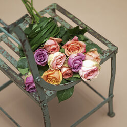Rose bouquet on chair, close up - WBF000100