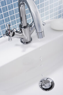 Dripping faucet of a sink, close up - WBF000199