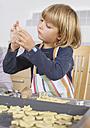 Girl preparing cookies - WBF000593