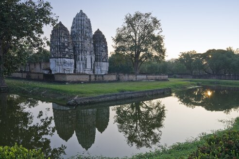 Thailand, Sukothai, View of old temple reflection in water - HKF000333