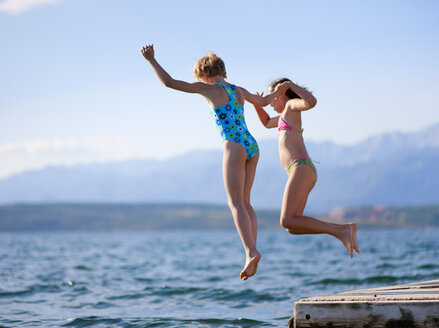 Croatia, Zadar, Girls jumping into water - HSIF000029