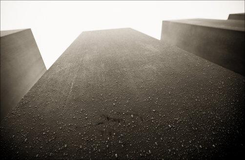Germany, Berlin, Low angle view of Holocaust Memorial - MU000878