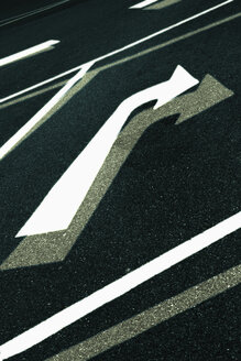 Germany, Frankfurt, Road marking sign on road - TLF000575
