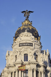 Spain, Madrid, Edificio Metropolis (Metropolis building) located at the Gran - RUEF000592