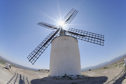 Spain, Toledo Province, Castile-La Mancha, Consuegra, View of windmill - RUEF000603