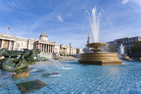 Great Britain, England, London, Trafalgar Square, VIew of fountain at national gallery museum - WDF000832