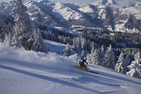 Austria, Tyrol, Kitzbuehel, Young woman skiing - FFF001137