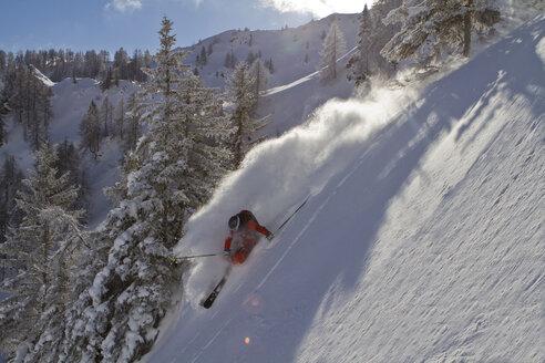 Austria, Tyrol, Kitzbuehel, Mature man skiing - FFF001143