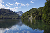 Germany, Bavaria, Swabia, Schwaben, Allgaeu, Ostallgau, Schwangau, View of mountains with alpsee lake - SIEF000183