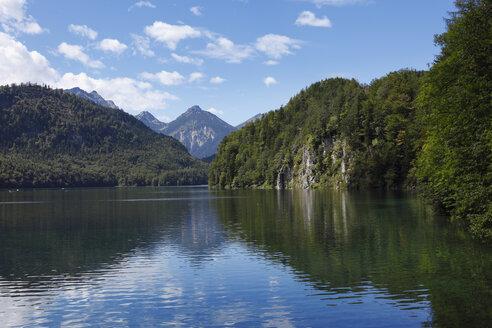 Germany, Bavaria, Swabia, Schwaben, Allgaeu, Ostallgau, Schwangau, View of mountains with alpsee lake - SIEF000183