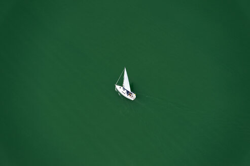 Germany, Hagnau, View of sailing boat in lake Constance - SHF000521