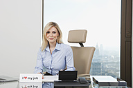 Germany, Frankfurt, Business woman in office, smiling, portrait - SKF000433