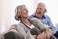 Germany, Wakendorf, Senior couple smiling - WESTF016216