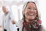 Germany, Wakendorf, Senior couple smiling - WESTF016237