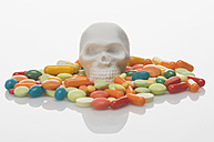 Skull, pills and drugs on white background - ASF004303