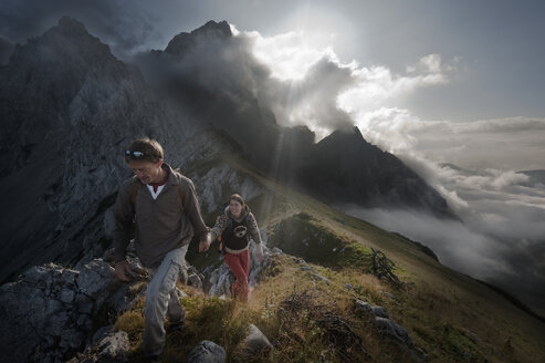 Austria, Salzburg, Filzmoos, Couple hiking on mountains - HHF003549