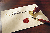 Close up of last will with testament seal and feather pen - WBF001014