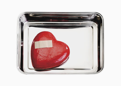 Heart with bandage in tray - WBF001082