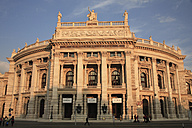 Austria, Vienna, People at Burgtheater - PSF000483