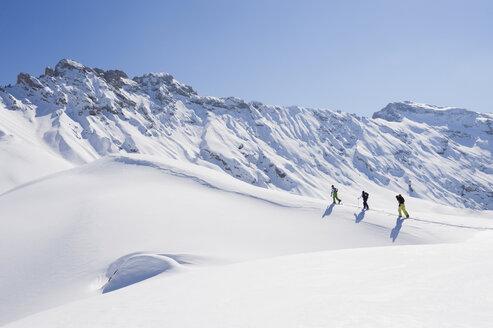 Italy, Trentino-Alto Adige, Alto Adige, Bolzano, Seiser Alm, Group of people on ski tour - MIRF000138