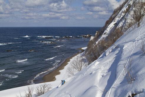 Japan, Hokkaido, Man doing telemark skiing - FFF001153