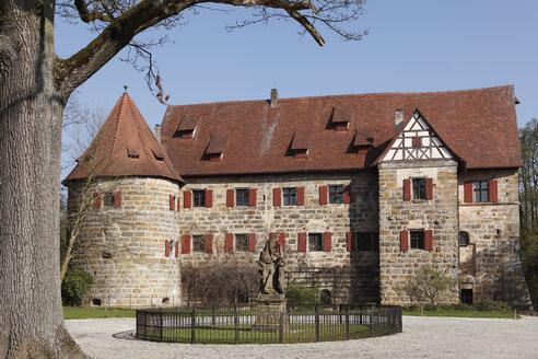 Germany, Bavaria, Upper Franconia, Franconian Switzerland, View of Kunreuth castle - SIE001448