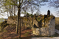 Germany, Bavaria, Franconia, Upper Franconia, Franconian Switzerland, Pottenstein, View of Leienfels castle ruin - SIEF001462