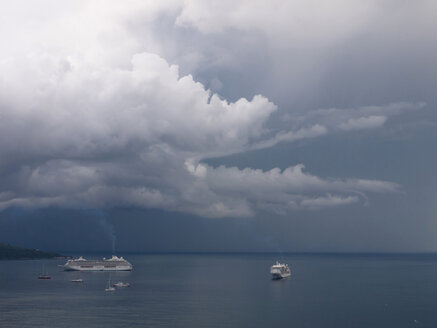 Southern Italy, Amalfi Coast, Piano di Sorrento, View of storm clouds and cruiseliners at sea - LFF000287