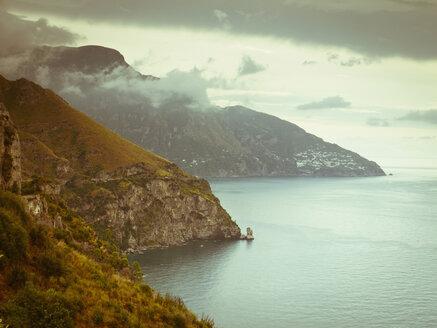Italy, Positano, Amalfi Coast, View of coastline with mediterranean sea - LF000300