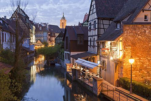 France, Alsace, Colmar, Krutenau, View of La Petite Venise quarters with restaurant near Lauch river and Caveau St. Pierre in background - WDF000893