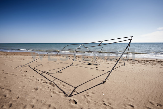 Turkey, Belek, View of broken tent frame on beach - KJF000102
