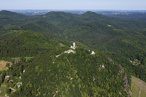 Europe, Germany, North Rhine-Westphalia, Siebengebirge, Aerial view of Castle Drachenfels and Dragon's Rock - CS015070